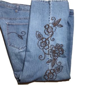 Liz and Me Sig  Size 26W  Embroidered High Rise
